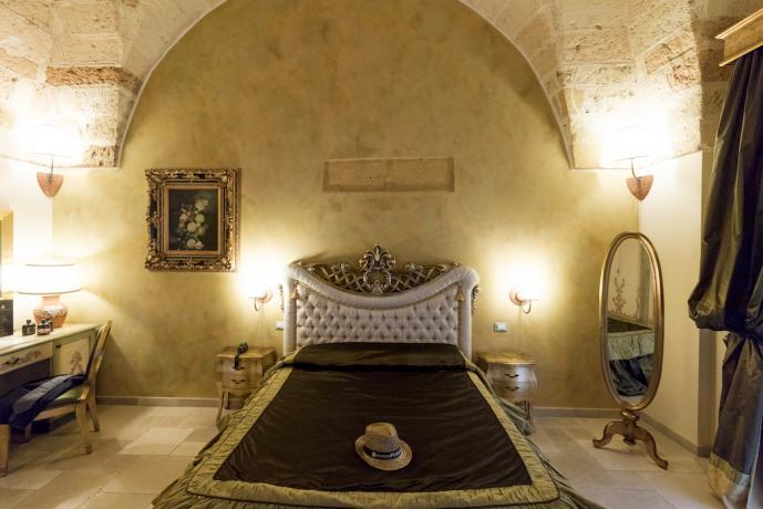 Vista camera in antico palazzo vicino Lecce