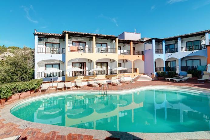 baiasardinia-hotel-piscina-ariacondizionata-areabenessere-losmeraldo