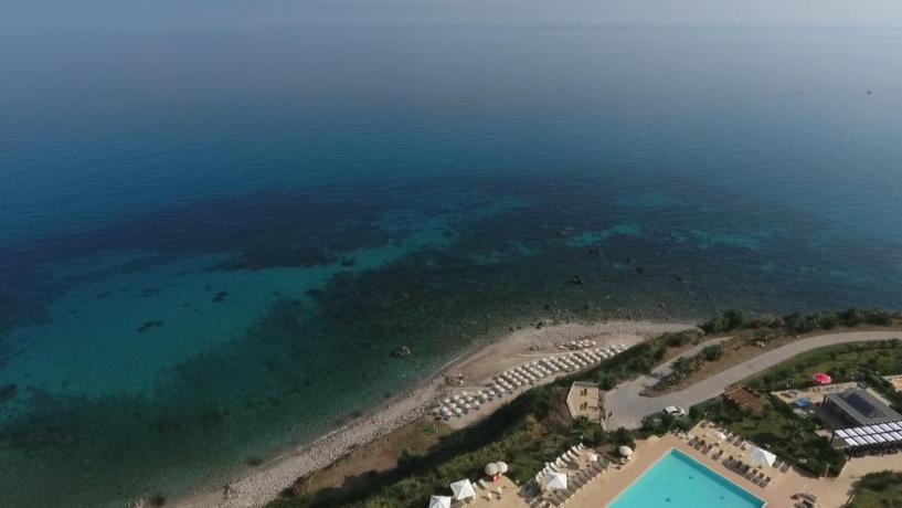 fronte-spiaggia-piscina-animazione-villaggioturistico4stelle-capo-tonnara-parghelia-calabria