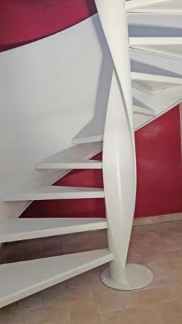 scala bianca elicoidale