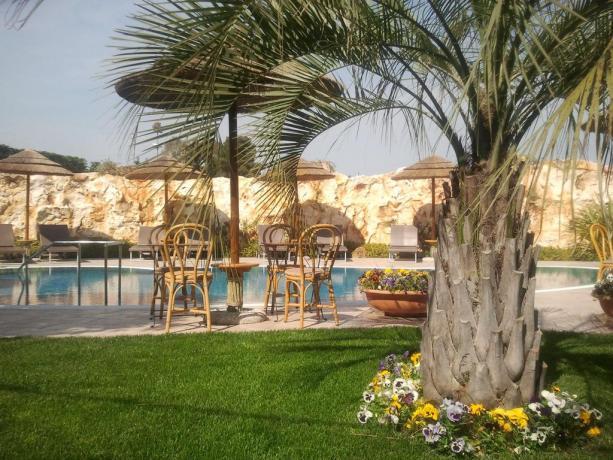 Resort con piscina attrezzata a Castellana Grotte