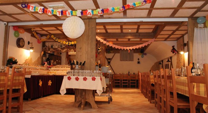 sala ristorante ideale per compleanni folgaria