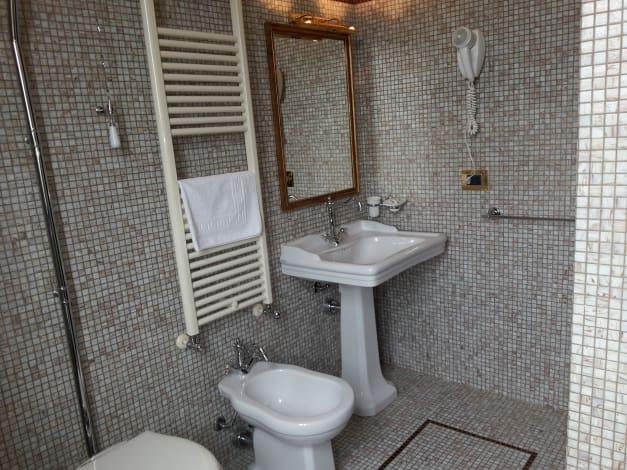 bagno camera Hotel il Castello