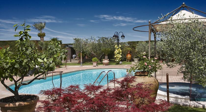 Agriturismo con ampio giardino e piscina panoramica