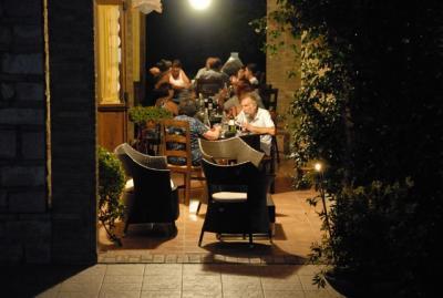 Possibilità di cena all'aperto in estate