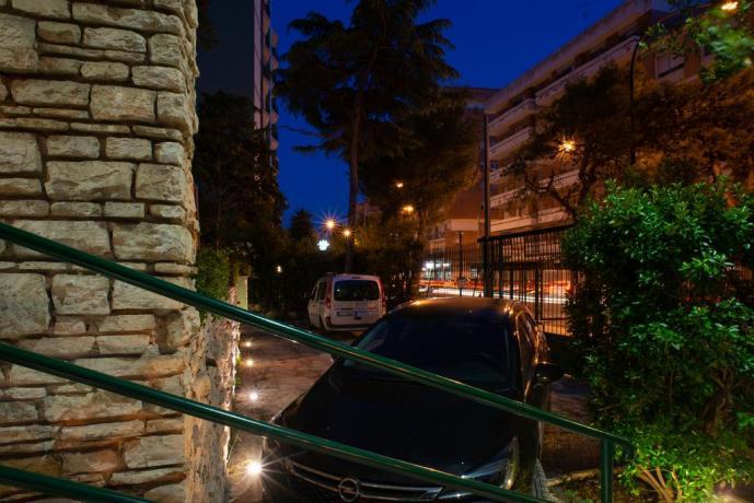 Parcheggio interno privato custodito