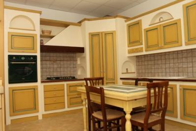 Cucina calliope in frassino laccato anticato 400x320 - Piastrelle 4 euro ...
