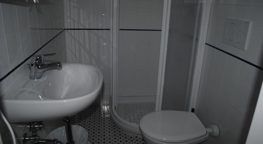 Bagno nelle camere con doccia