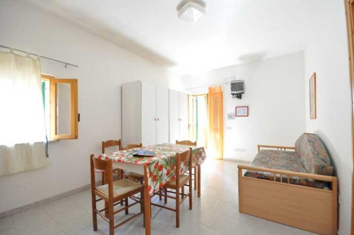 Camera con salone e cucina + divano letto