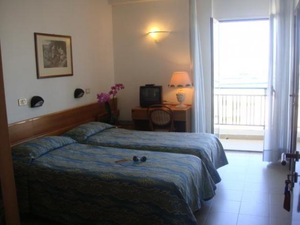 Camera doppia con terrazza sul mare hotel Rodi-Garganico
