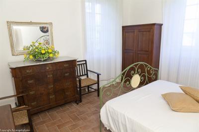 Appartamento Tortora, camera da letto con bagno