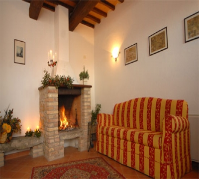 Il Portico apartment with fireplace