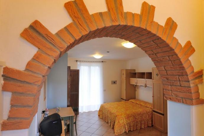 Appartamento con letto matrimoniale e balcone Magione