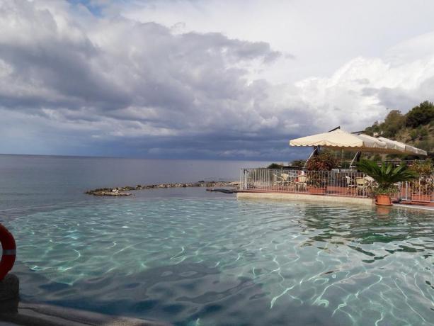 Residence in Piscina con vista mare a Palinuro