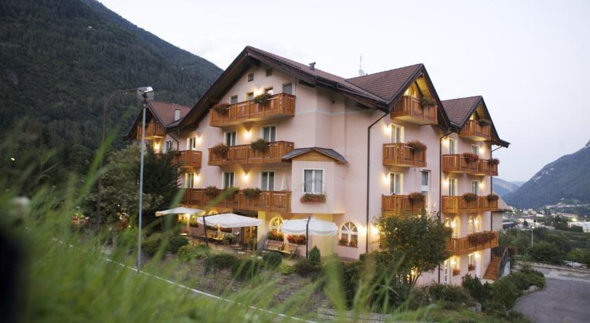hotel-3-stelle-a-male-ristorante-per-celiaci-e-centro-benessere