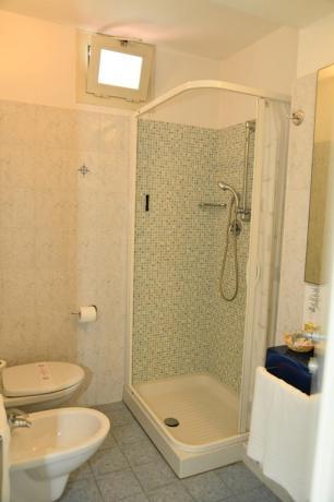 Appartamenti a Misano con bagno e box doccia