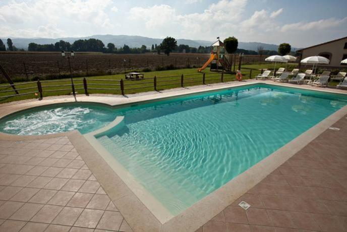 Agriturismo di lusso con appartamenti vacanza vicino ad assisi piscina attrezzata - Appartamenti in montagna con piscina ...