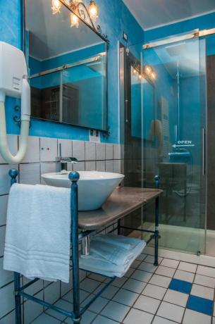 Bagno riservato con box doccia all'albergo vicino Siracusa