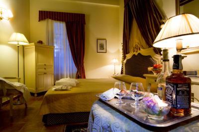 Raffinata e luminosa camera matrimoniale