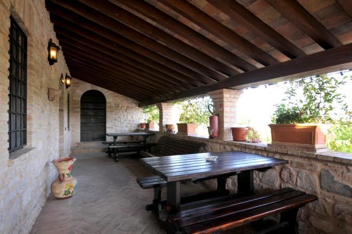 countryhouse-hispellum-tra-assisi-spello-appartamenti-ristorante-piscina