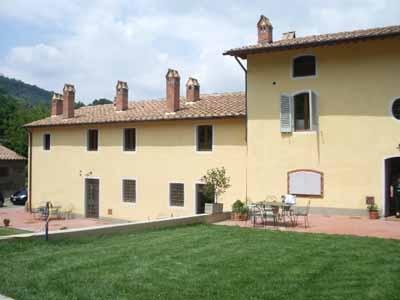 country house in toscana con appartamenti