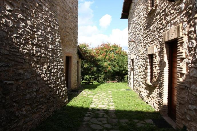 Casali in pietra nel parco dei Sibillini Umbria