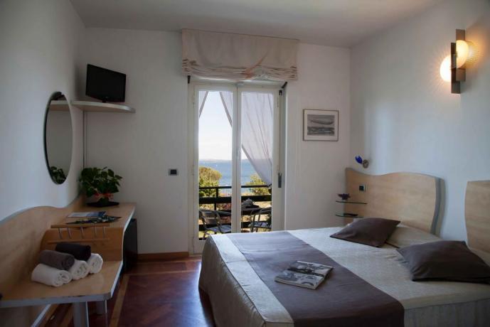 Camera Matrimoniale Albergo di fronte Lago Bracciano