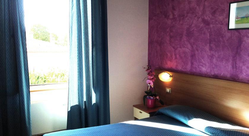 Camera rosa confortevole hotel vicino Monte Cucco