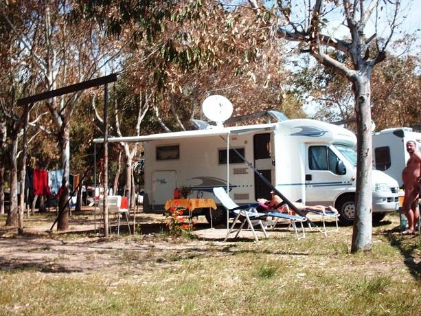 Spazio caravan con patio esterno coperto
