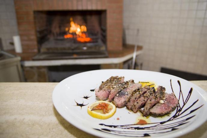 Agriturismo vicino Roma- carne alla bracie