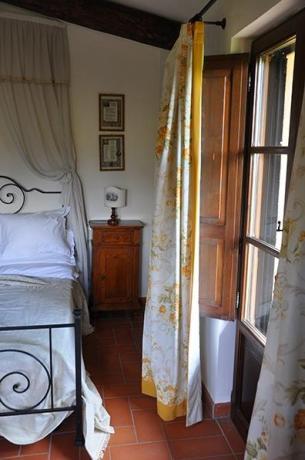 camera letto ferro battuto villa tordandrea