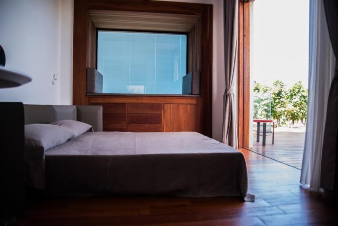 Appartamenti vacanza con letto matrimoniale e patio Lipari