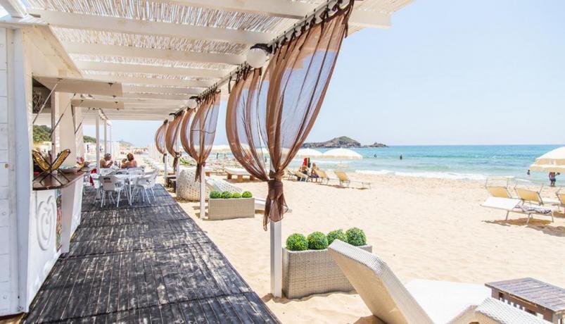 Spiaggia di Cala-Marina a 700 metri dal Blu-Boutique
