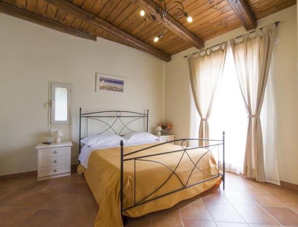 Camera matrimoniale mansarda residence vicino Lago Vico