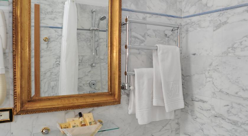 Servizi privati con doccia degli ospiti