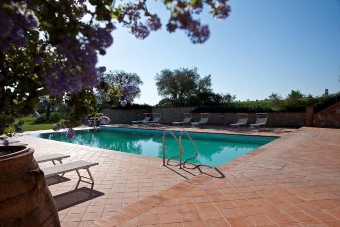 Albergo a Pozzuolo con piscina esterna e solarium