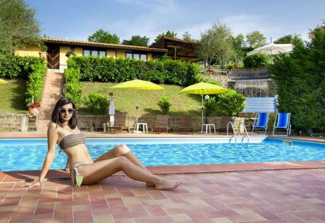 Resort Umbria SPA a Fabro: relax in piscina