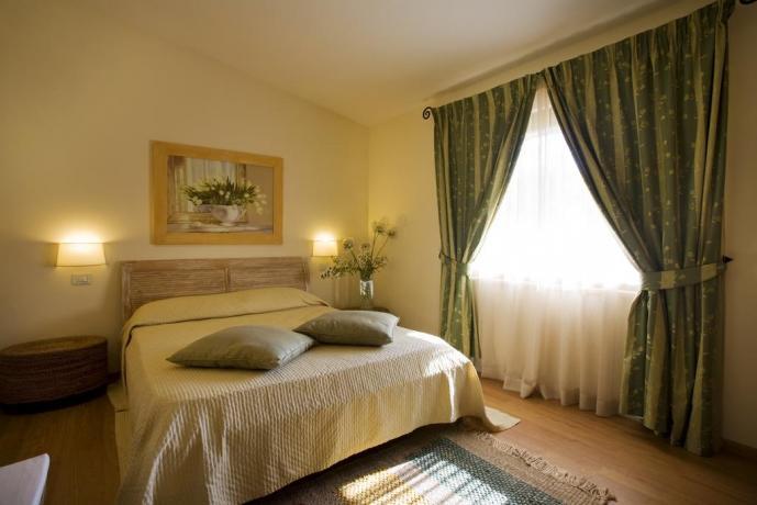 Camera matrimoniale in resort a Spoleto