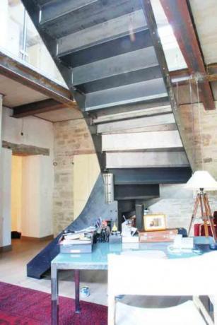 scala in ferro per ristrutturazione antico casolare