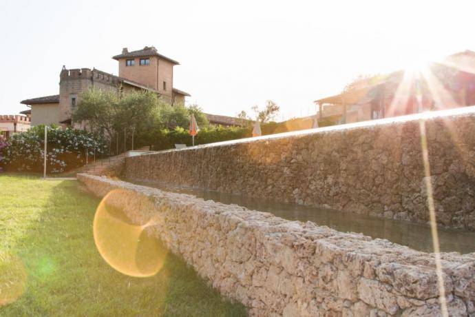 Piscina e solarium albergo 5stelle Perugia
