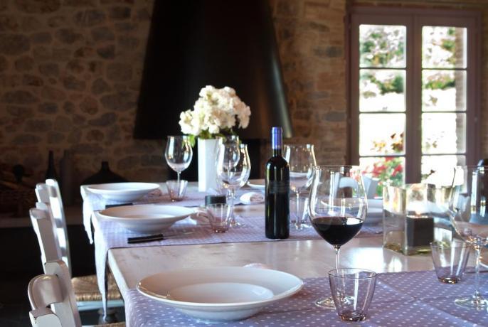 Sala per banchetti con vino biologico