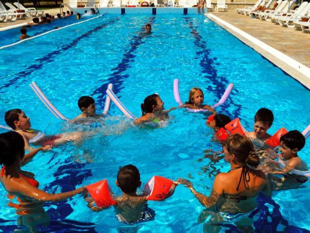 Piscina con corsi di nuoto per Principianti Calabria
