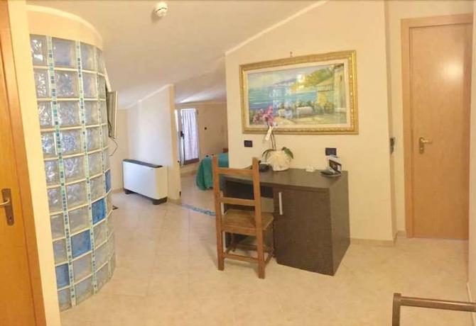 Camera Matrimoniale con Scrivania e-Vasca-Idromassaggio-Anzio