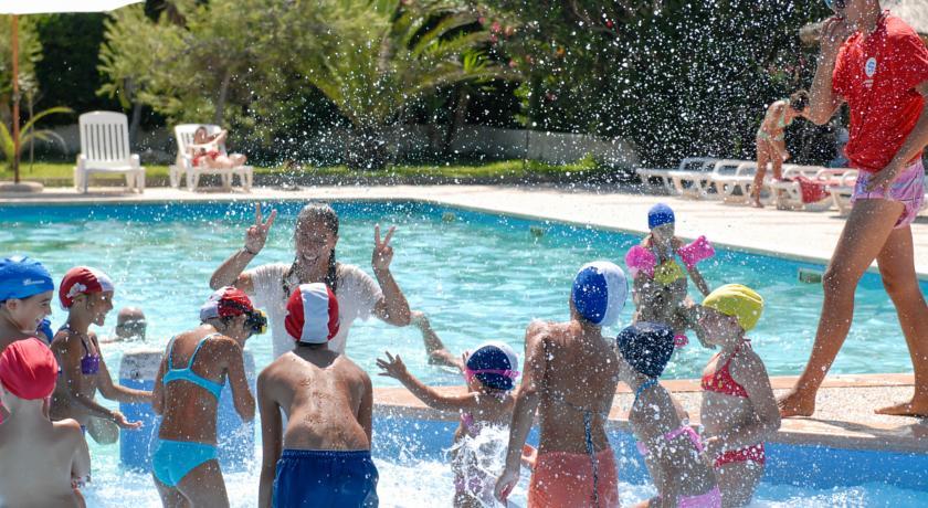 Villaggio con piscina e parco giochi per bambini
