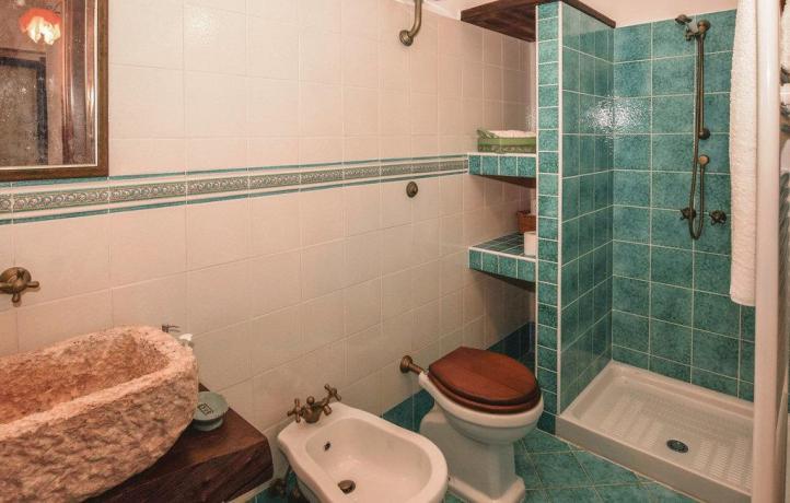 Bagno con doccia casa vacanze a San Lupo