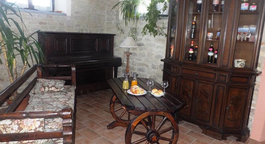Salone comune Casale con Appartamenti