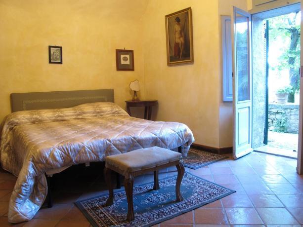 Camera romantica piano terra, indipendente