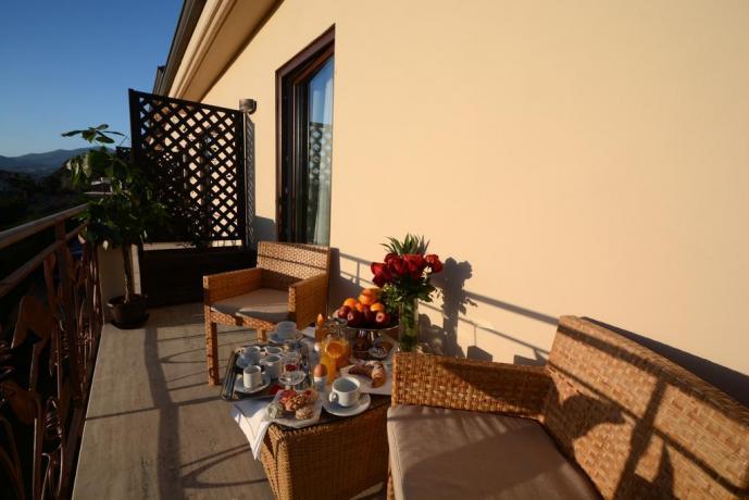 Colazione in terrazza dell'albergo nel Cilento