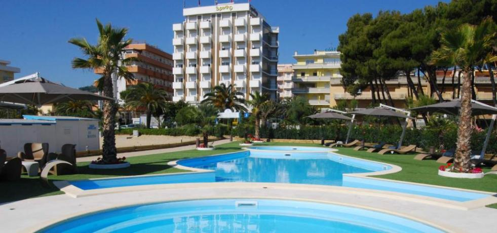 Hotel Ad Alba Adriatica Fronte Mare Piscina In Hotel E 1 Piscina Idromassaggio In Spiaggia H Adriatico