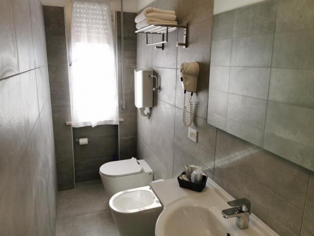 Bagno privato camera-comfort phon asciugamani Igea Marina